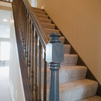 craftsman stairs with carpet